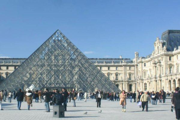 louvre_pyramide_ tourisme_paris