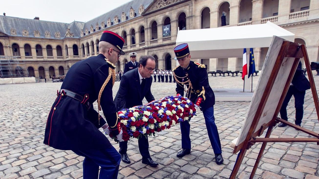le-president-francois-hollande-lors-de-la-ceremonie-d-hommage-aux-harkis-le-25-septembre-2016-aux-invalides-a-paris_5696291