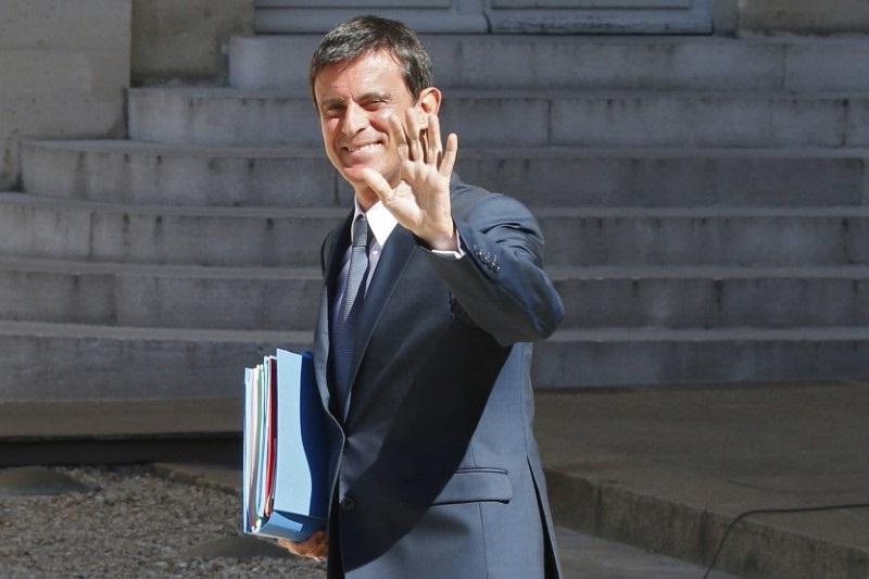 Manuel Valls a proposé jeudi de remplacer, à partir de 2018, la dotation globale de fonctionnement des régions par une fraction des recettes de TVA et annoncé la création d'un fonds pour aider les régions à financer le développement économique. /Photo prise le 22 août 2016/REUTERS/Pascal Rossignol